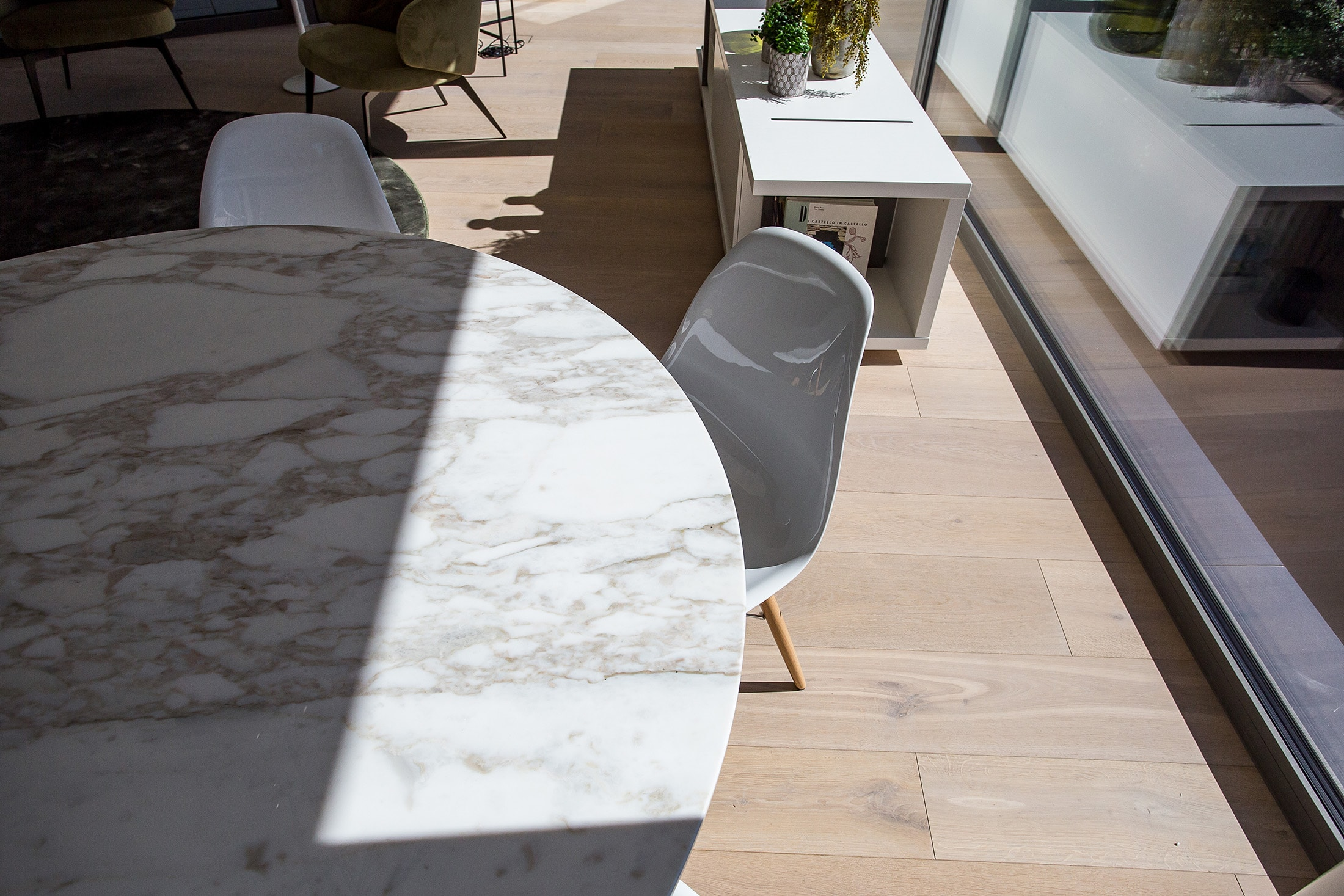 penthouse details table design